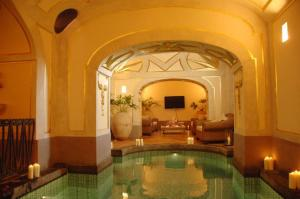 Piscina di Positano Villa Sleeps 9 Pool Air Con WiFi o nelle vicinanze