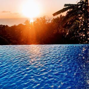 Sunrise o sunset na nakikita mula sa villa o sa malapit
