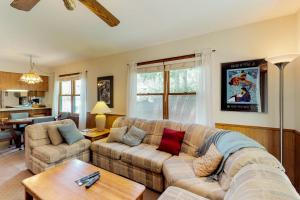A seating area at Gold Creek 206