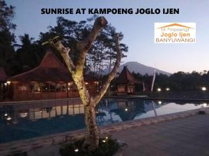 The swimming pool at or close to Kampoeng Joglo Ijen