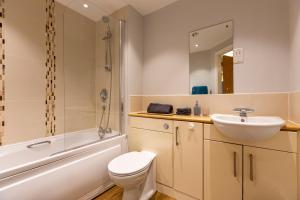 A bathroom at Belgrade Plaza Serviced Apartments