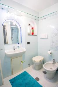 A bathroom at La casa del capitano