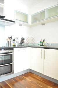 Küche/Küchenzeile in der Unterkunft 1 Bedroom Apartment in the heart of Canary Wharf