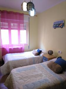 A bed or beds in a room at Junto a Plaza Mayor