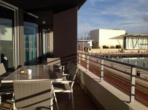 A balcony or terrace at Marina Front Apartment