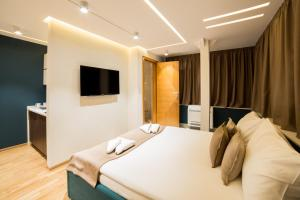 A bed or beds in a room at Belgrade Center Luxury Apartments