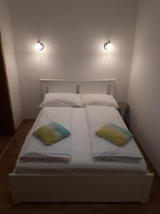 A bed or beds in a room at Apartment Viki