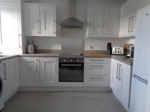 A kitchen or kitchenette at Bush View Apartment