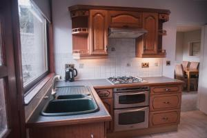 A kitchen or kitchenette at Townhouse on the Spital