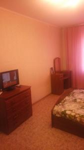 Телевизор и/или развлекательный центр в Apartment on 7 mkr