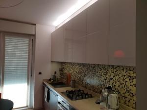 A kitchen or kitchenette at appartamento melotti - palazzo sky