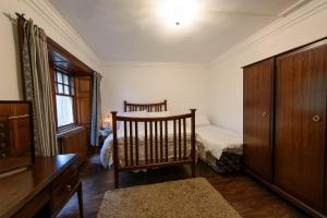A bed or beds in a room at Knockderry Castle apartment