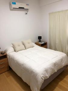Una cama o camas en una habitación de Santafe Departamentos