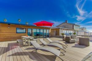 The swimming pool at or near Villa Bermuda Beach