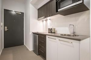A kitchen or kitchenette at Quest Mackay on Gordon