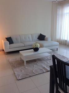 A seating area at Park Island, Dubai Marina