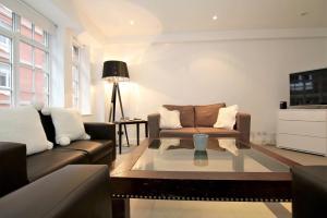 A seating area at Knightsbridge Prestige Apartment