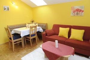 מסעדה או מקום אחר לאכול בו ב-Haus Sonnenschein Mariapfarr