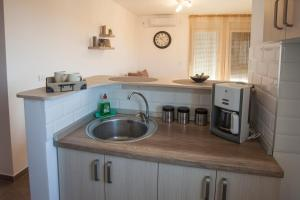 A kitchen or kitchenette at KNOCK KNOCK