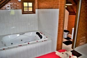 Um banheiro em Chales Fazenda Cantinho do Selado