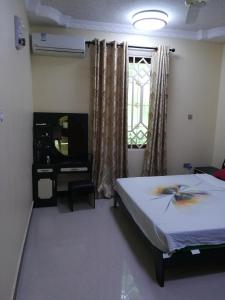 A bed or beds in a room at Family Apartment Close to City
