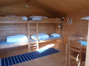 A bunk bed or bunk beds in a room at 4 persoons Stuga