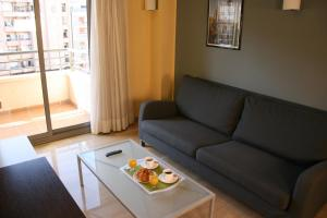 A seating area at Suites Independencia - Abapart