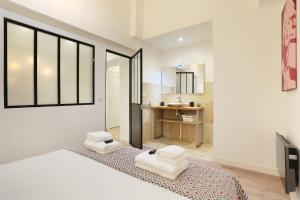 A bed or beds in a room at Pick A Flat - Higher Marais apartments