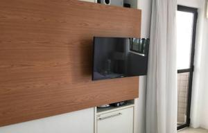 A television and/or entertainment center at Apartamento Acolhedor