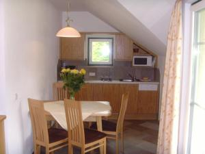 Küche/Küchenzeile in der Unterkunft Ferienwohnungen Forellenhof Waldner