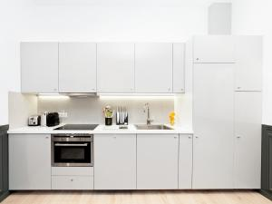 A kitchen or kitchenette at THE RESIDENCE - LUXURY 3 BEDROOM PARIS CENTER