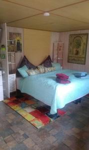 A bed or beds in a room at Das kleine Ferienhaus