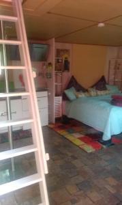 A bunk bed or bunk beds in a room at Das kleine Ferienhaus