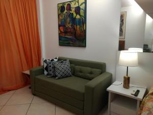 A seating area at Flat Decorado com Piscina e Pier