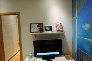 A television and/or entertainment center at Apartamento Nuria y Javier