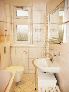 A bathroom at hal neu