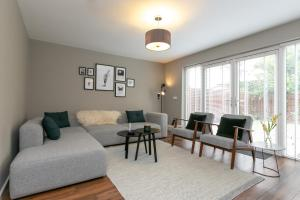 A seating area at The Perfect Stay Belfast