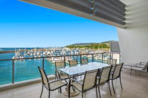 A balcony or terrace at at Peninsula Airlie Beach