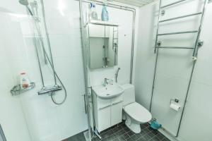 Salle de bains dans l'établissement Oulu Hotelli Apartments