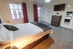 A bed or beds in a room at The Liverpool Central Rooms