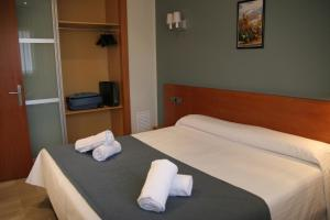 A bed or beds in a room at Suites Independencia - Abapart