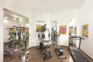 The fitness center and/or fitness facilities at Sorrento Villa Sleeps 10 Pool Air Con WiFi