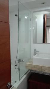 Un baño de Austral Rentahome Américo Vespucio Norte