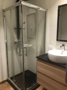 A bathroom at Fira Barcelona El Prat Aeropuerto Apartment