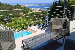 A balcony or terrace at Golfe-Juan Villa Sleeps 14 Pool