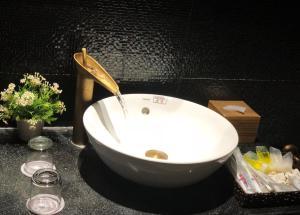 A bathroom at Hoi An Memority Villas & Spa