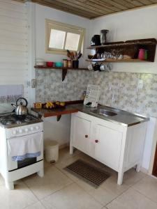 Una cocina o zona de cocina en Casa na Praia do Matadeiro