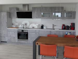 ครัวหรือมุมครัวของ Ferienwohnung Albatros