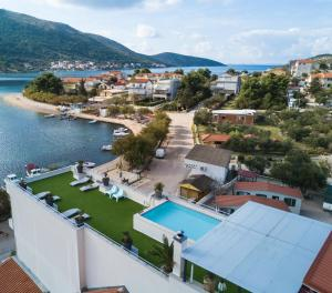 A bird's-eye view of Apartments Holidays Roko