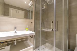 A bathroom at Los Altos Apartment Sleeps 6 Pool WiFi